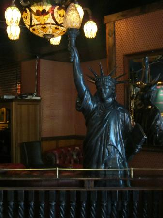 Gloria Bar & House : Lady Liberty