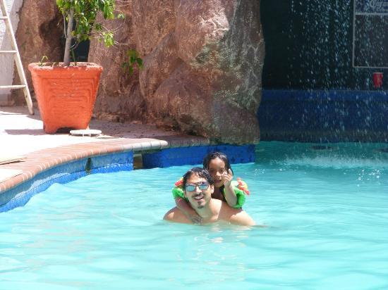 Hotel Corona Plaza Rosarito: En la Piscina del Corona Plaza Hotel