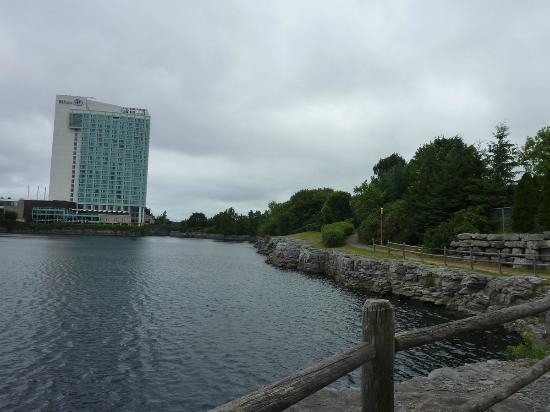 Hilton Lac-Leamy: Hotel Hilton e o parque privativo