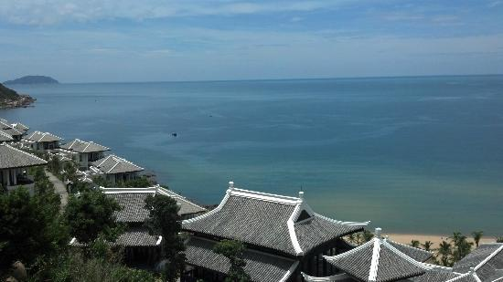 InterContinental Danang Sun Peninsula Resort: Sea is sooo blue :)