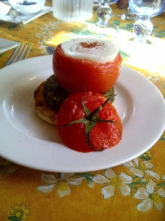 A' Tuscan Estate Bed and Breakfast: Breakfast fare - Tomato Volcano