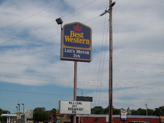 BEST WESTERN Lee's Motor Inn: Sign
