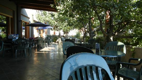 Creston Hotel: Outdoor Patio