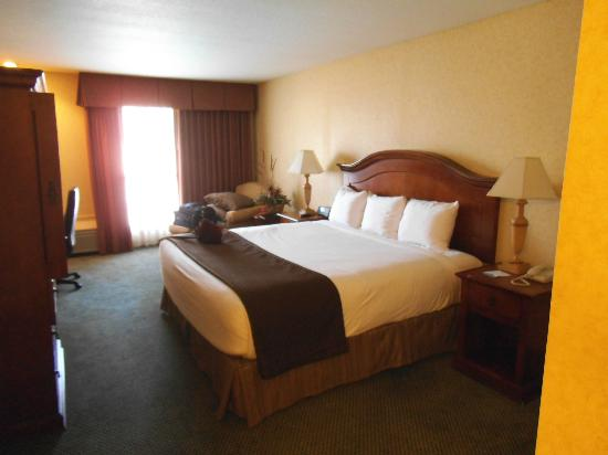 Red Lion Hotel Kennewick Columbia Center: Master Beedroom