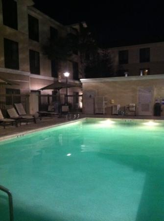 Homewood Suites by Hilton Fresno: pool @ night