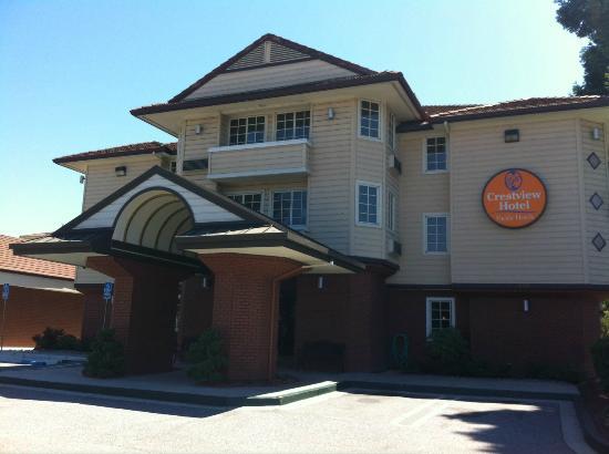 Crestview Hotel: Hotel front entrance