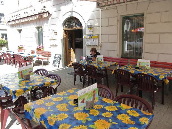 Hotel Acla-Filli: Patio/restaurant