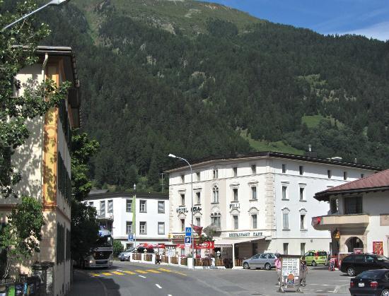 Hotel Acla-Filli: Hotel and neighborhood