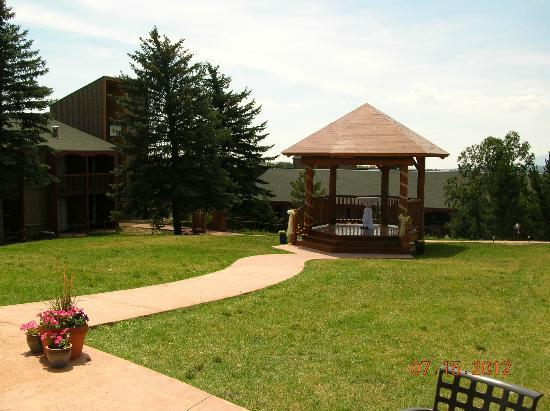 Ramada Monument: Gazebo near pool patio