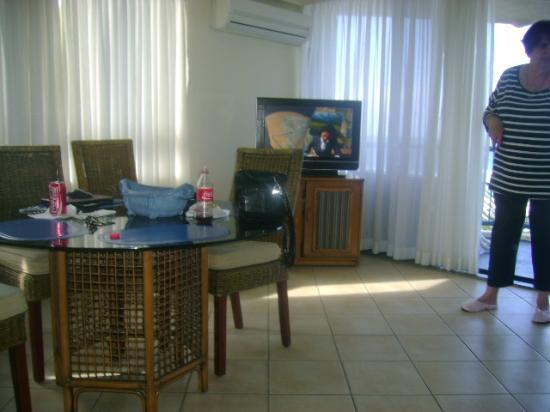 Surf Regency Apartments: lounge room