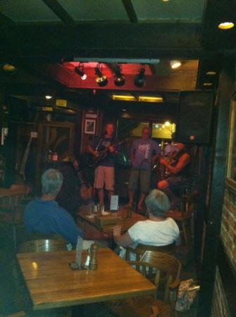 Eichardt's Pub : Truck Mills Blues