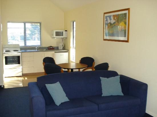 The Peaks Motor Inn : One bedroom lounge/dining