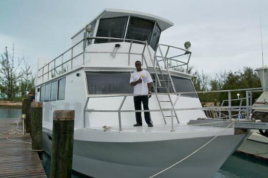 Stella Maris Resort Club: Large dive boat