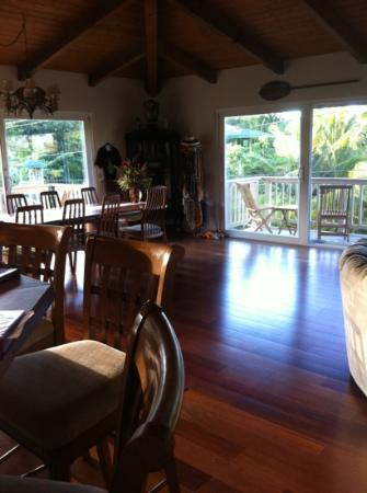 Hale Ho'o Maha Bed & Breakfast: kitchen
