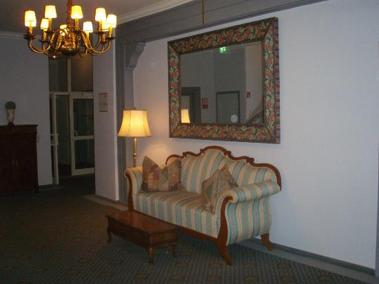 Hotel Kaiserworth: Corridor on first floor