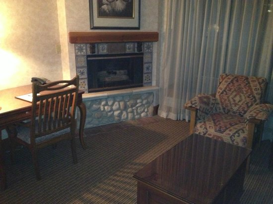 Wyoming Inn of Jackson Hole: Fireplace