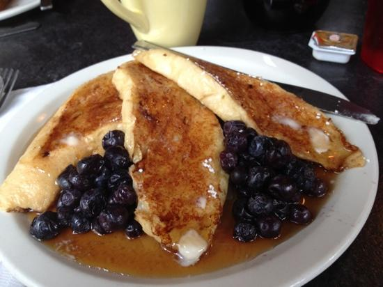 McKinley Creekside Cabins: Fabulous french toast in Creekside Cafe.