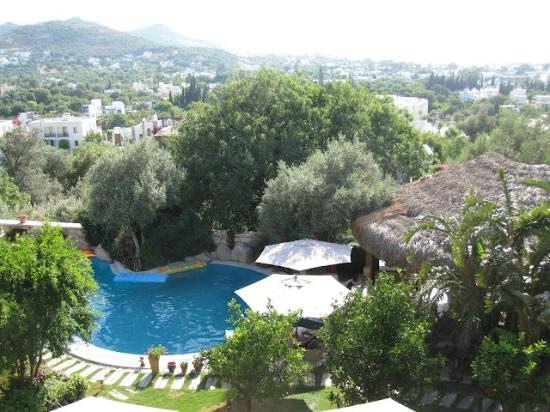 Sandima 37 Hotel Bodrum: View of the pool and bay beyond