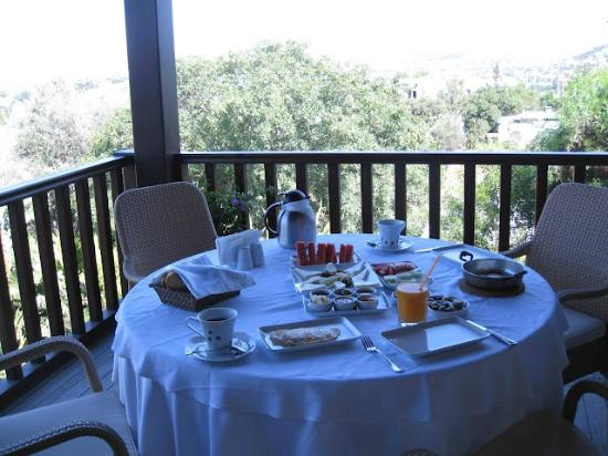 Sandima 37 Hotel Bodrum: daily made-to-order turkish breakfast on patio