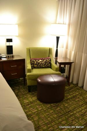 Charleston Marriott Town Center: Chair in King room
