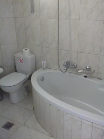 Arkadia Hotel: μπανιο