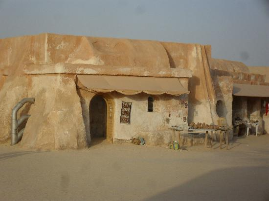 Tozeur, Tunisia: Buildings occupied by sellers of Sahara sand