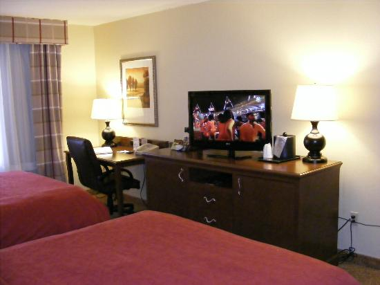 Country Inn & Suites By Carlson, Fargo: TV and desk