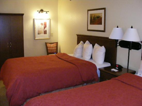 Country Inn & Suites By Carlson, Fargo: Another view of the beds