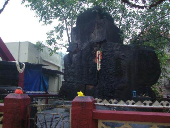 Kateel Shri Durgaparameshwari Temple: The idol at the entrance