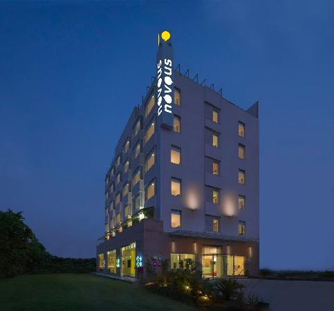 Novous Hotels: Facade