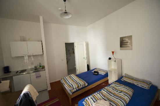 Come 2 Friends Apartmenthaus: Veduta camera
