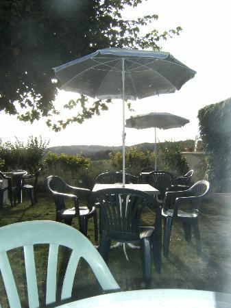 Hôtel Mounéa : terrasse exterieure pour le petit dej'