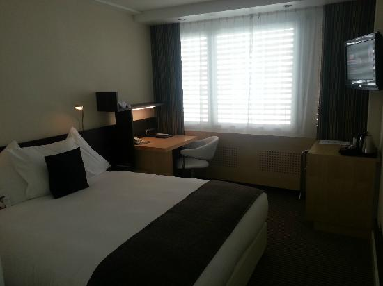 Crowne Plaza Zurich Hotel: The renovated room