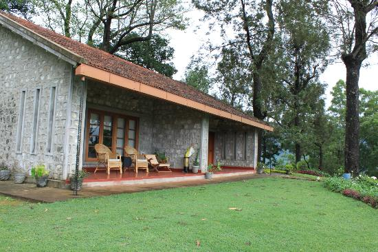 Sinna dorai 39 s bungalow valparai tamil nadu ranch for Small bungalow images in india