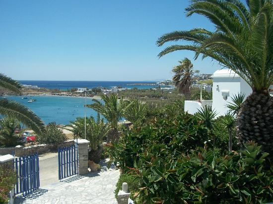 Porto Raphael Residences & Suites: vista su Agios Ioannis 