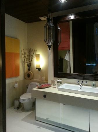 วีรันดา รีสอร์ท แอนด์ สปา หัวหิน ชะอำ- เอ็มแกลเลอรี่ คอลเล็คชั่น: The bathroom