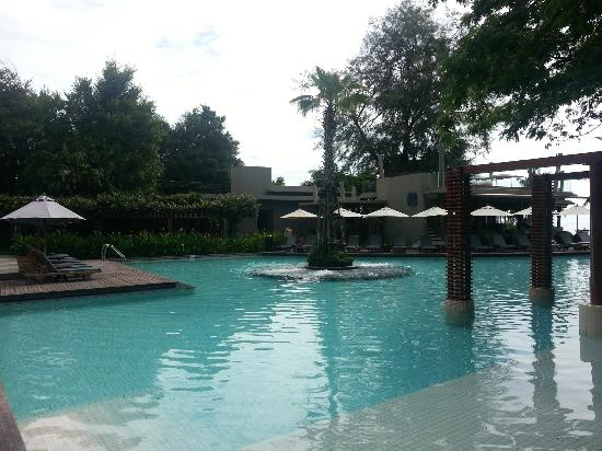Veranda Resort and Spa Hua Hin Cha Am - MGallery Collection: Mian pool area