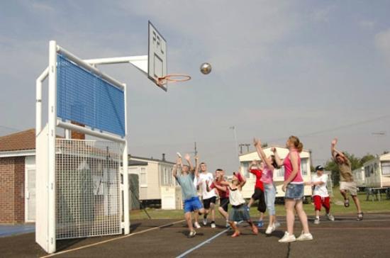 Heacham Beach Holiday Park - Park Resorts: Playing sports