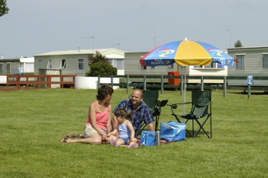 Heacham Beach Holiday Park - Park Resorts: Enjoying a picnic on the field