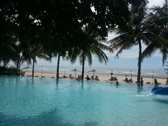 Veranda Resort and Spa Hua Hin Cha Am - MGallery Collection: The main swimming pool facing the beach