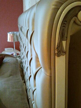 Hotel St-Martin : Dettaglio della testata del letto
