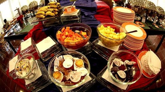 KK Royal Hotel & Convention Center: The terrific buffet spread for breakfast !