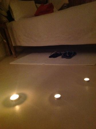Aigis Suites: candle surprise found in the room