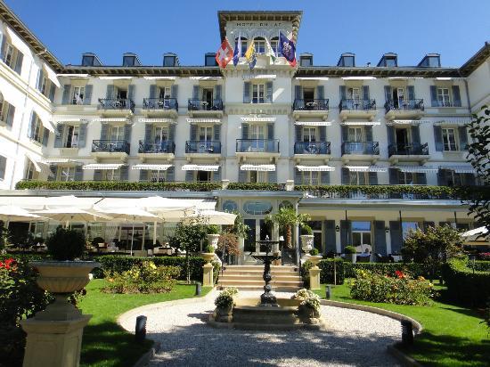 Grand Hotel du Lac: Façade de l'hôtel, donnant sur le port