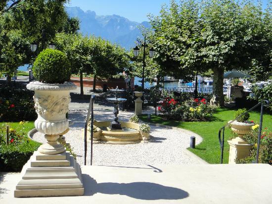 Grand Hotel du Lac: Vue sur le port, depuis la terrasse