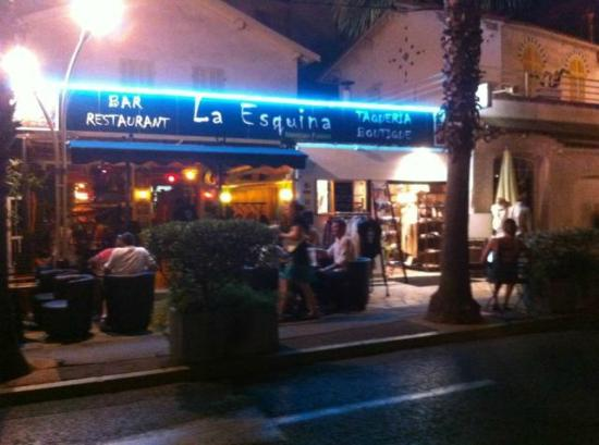 La Esquina : View from the street