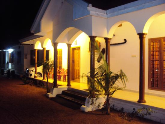 Coconut Creek Farm and Homestay Kumarakom : Homestay @ night