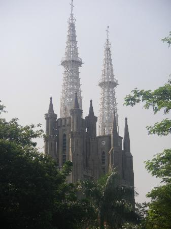 Jakarta Cathedral : View from across the street