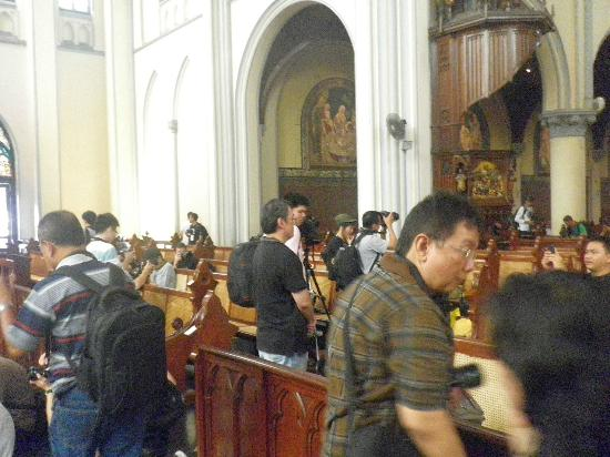 Jakarta Cathedral : Chaos inside