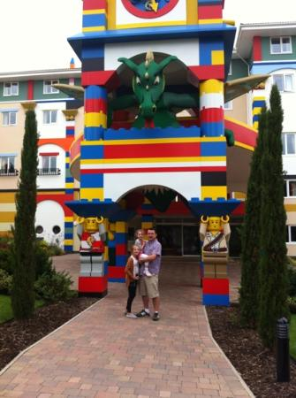 Legoland Windsor Resort Hotel: entrance to hotel